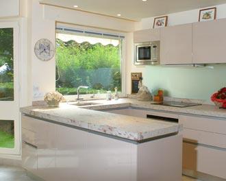 Plan de travail amenagement cuisine avec la marbrerie des - Plan amenagement cuisine 8m2 ...