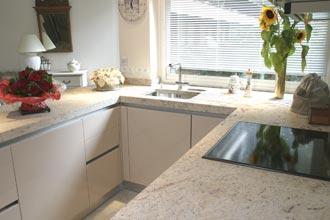 Plan de travail amenagement cuisine avec la marbrerie des - Plan de travail cuisine marbre ...