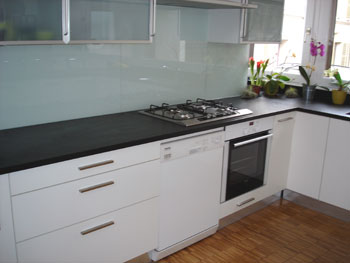 Plan de travail amenagement cuisine avec la marbrerie des for Plaque de marbre cuisine