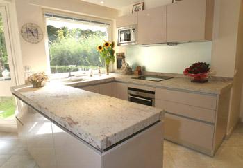 Cuisine avec plan de travail - Plan de travail cuisine marbre ...
